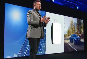 Elon Musk presentazione del PowerWall di Tesla